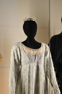 Robin Wright Silver Wedding Dress With Crown From Princess Bride