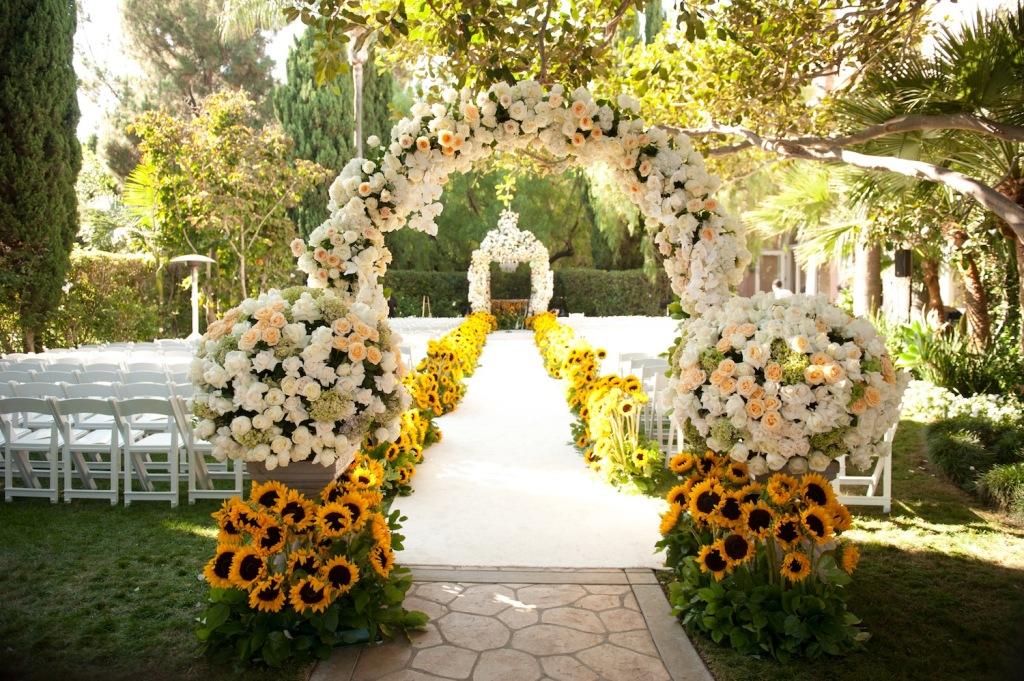 Altar Ideas For Outdoor Wedding