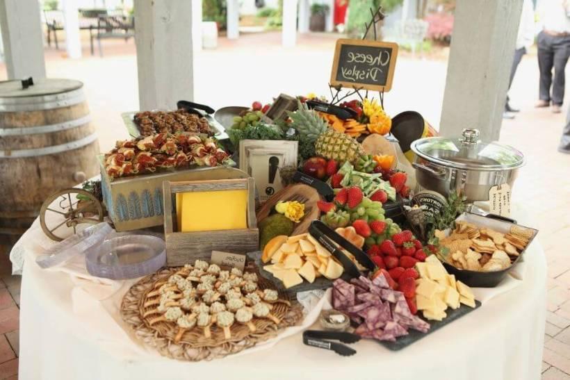 Wedding Reception Finger Food Ideas On A Budget | deweddingjpg.com