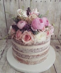 24 Classic And Chic Wedding Cakes