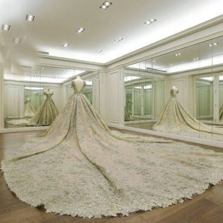 Luxury Wedding Dress 2016 Lace Romantic Ivory White Cathedral