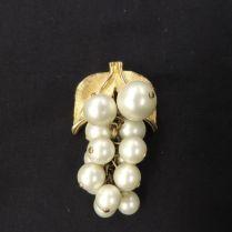 Vtg Designer Park Lane Goldtone And Pear Beads White Grape Cluster