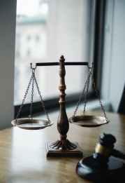 """judgement scale and gavel in judge office Закон """"О виртуальных активах"""" принят Верховной Радой Украины"""