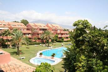2 bed middle floor apartment – 510,000 euros