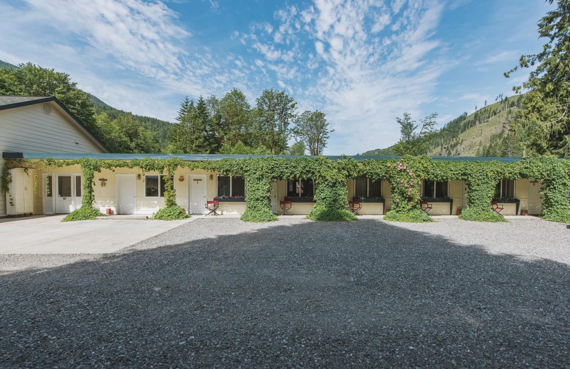 Emerald Valley Inn - Inn Exterior