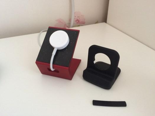 MiStand de iPhone al lado del soporte de Spigen