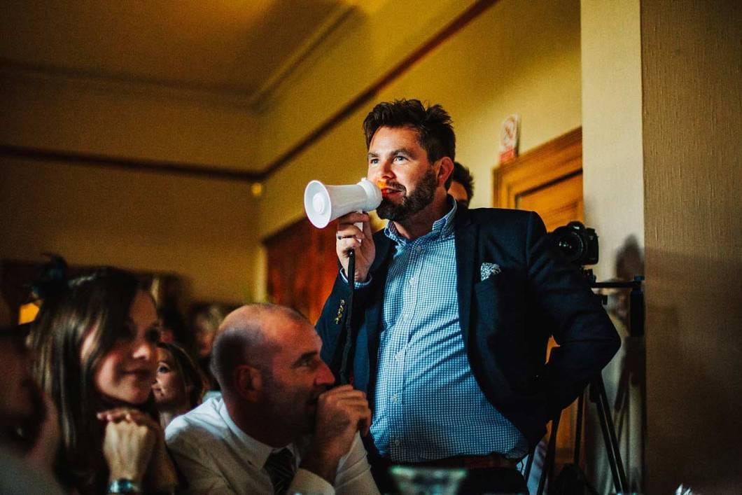 A guest announces the wedding speech