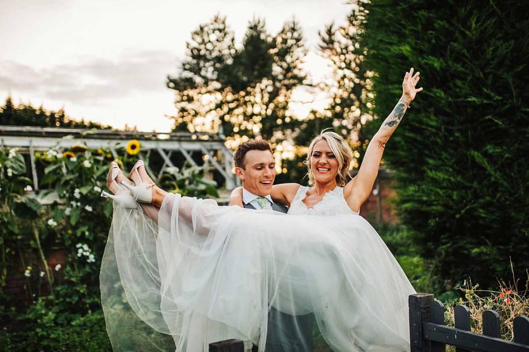 Relaxed wedding photos