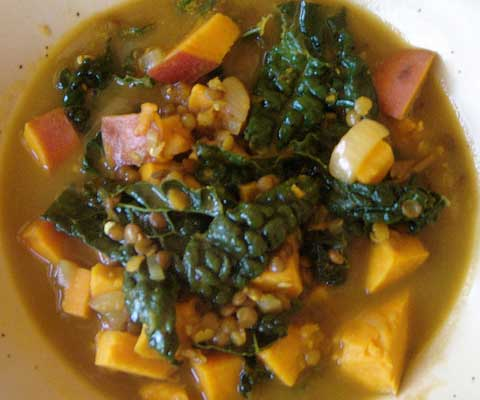 Sweetpotatolentilkalesoup-1
