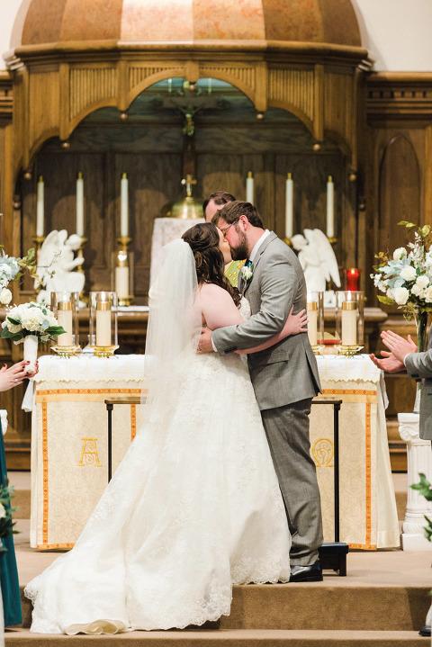 Becky Amp Ryan Ivory And Greenery Lake Mitchell Wedding