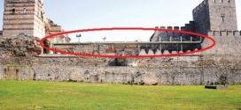 Fatih'te tarihi surlara çatı monte edildi