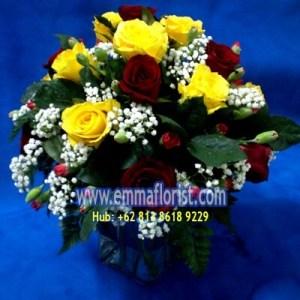 Rangkaian Mawar Vas Kaca