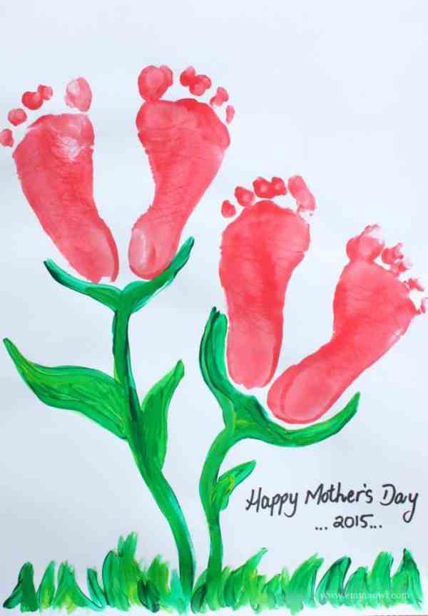 Beautiful footprint flower keepsake is the perfect gift for Mom on Mothers Day!