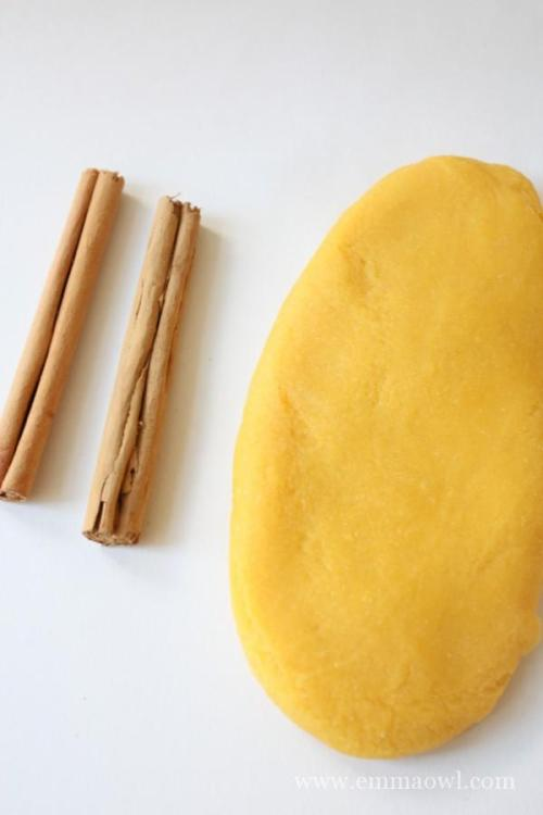 Easy to make - no cream of tartar - cinnamon scented play dough. Make some today