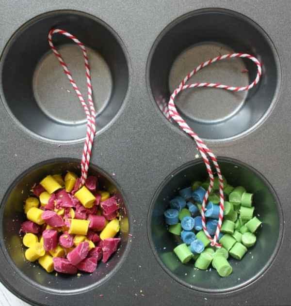 Making Crayon Christmas Balls