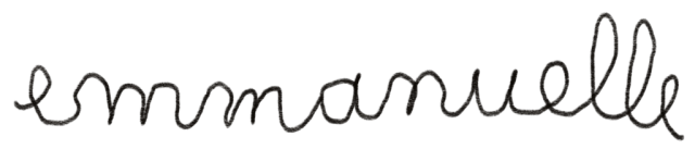 Prénom Emmanuelle écrit d'une main d'enfant