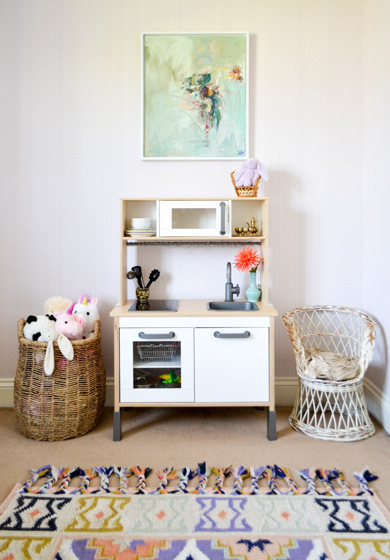 Global boho kids bedroom makeover - kitchen + rug + painting