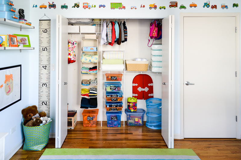 Organising toddler bedroom closet with bins and shelves