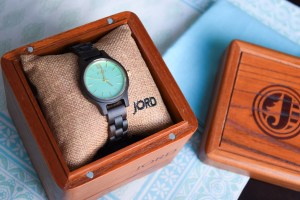 wood-watch-sandalwood-and-mint-box
