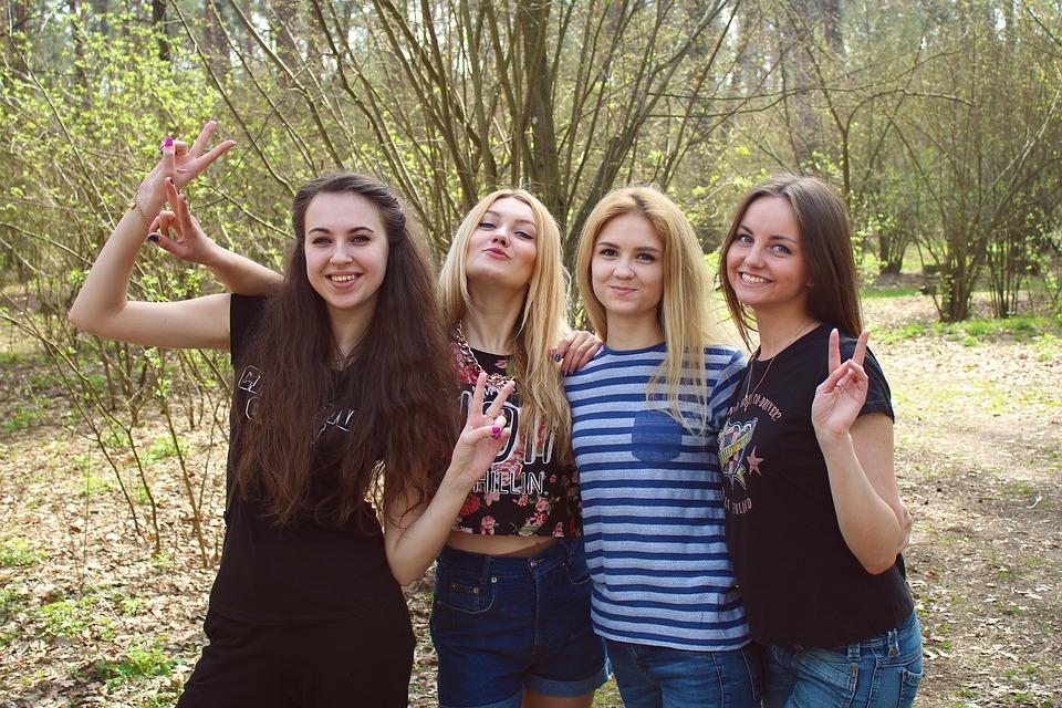 girls-1360777_960_720