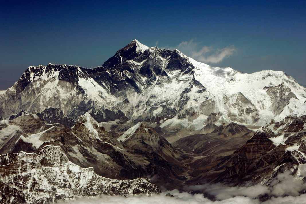 Mount Everest, the highest peak in the world, with an altitude of 8,848 metres (29,028 feet), is seen in this aerial view March 25, 2008. Everest is part of the Himalayan mountain range along the border of Nepal and Tibet. On May 29, 1953, Tenzing Norgay Sherpa of Nepal & Edmund Percival Hillary of New Zealand climbed to the summit of Everest via the Southeast Ridge Route. Picture taken on March 25, 2008. REUTERS/Desmond Boylan (NEPAL) - RTR1YSY9