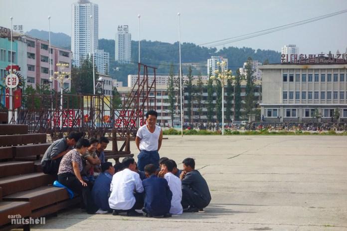 18-wonsan-harbour-locals