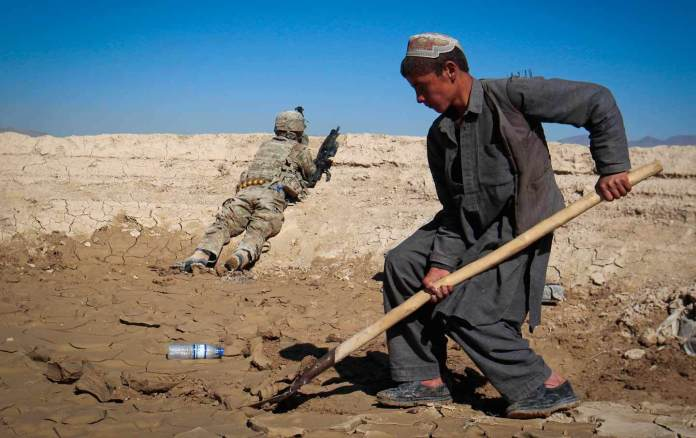 Afghan_Construction_Worker_rtr_img