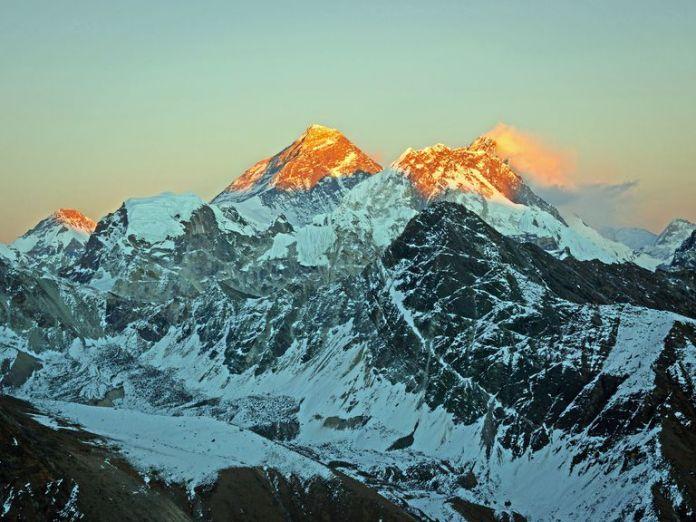 Everest_Lhotse_WhitworthImages_GettyImages2-56b529af5f9b5829f82d25c8