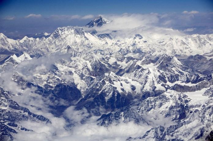 ct-mount-everest-climbing-season-20170505