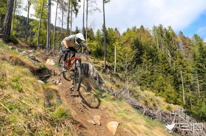 Sportfotografie Downhill Michael Gölles Schöckl Trail Area - emotioninpictures / Mario Bühner