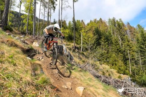 Sportfotografie Downhill Michael Gölles Schöckl Trail Area - emotioninpictures / Mario Bühner / Fotograf aus Graz