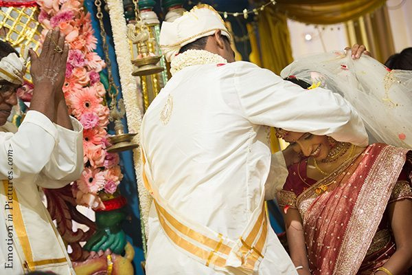 hindu-indian-wedding-bride-groom-thali