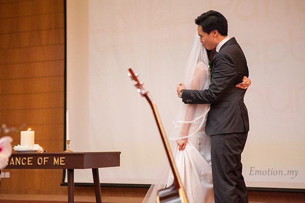 christian-wedding-malaysia-first-baptist-church-groom-hugs