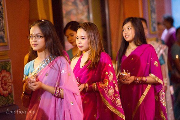 hindu-wedding-bridesmaids-mahamariamman-temple-tun-hs-lee