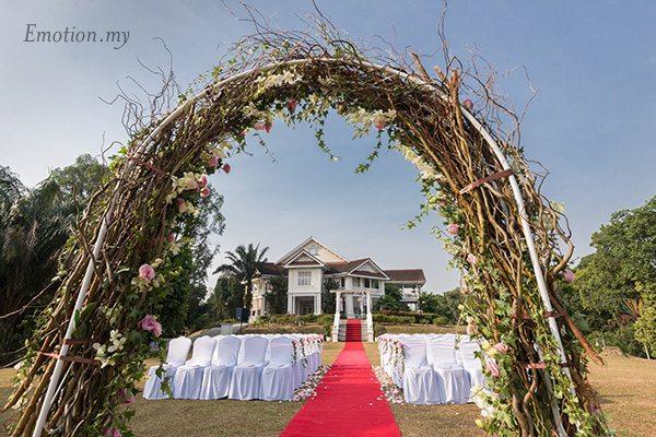 floral-arch-garden-wedding-carcosa-seri-negara