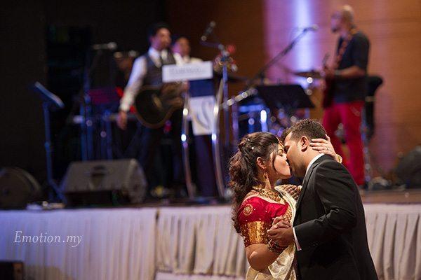 malaysia-wedding-reception-first-dance-kiss