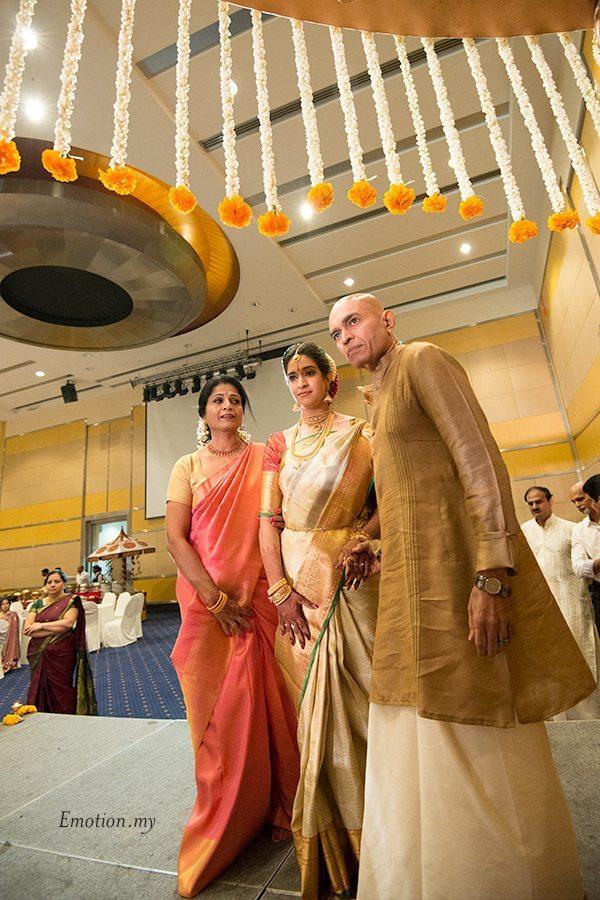 kerala-malayalee-wedding-ceremony-bride-arrival-malaysia