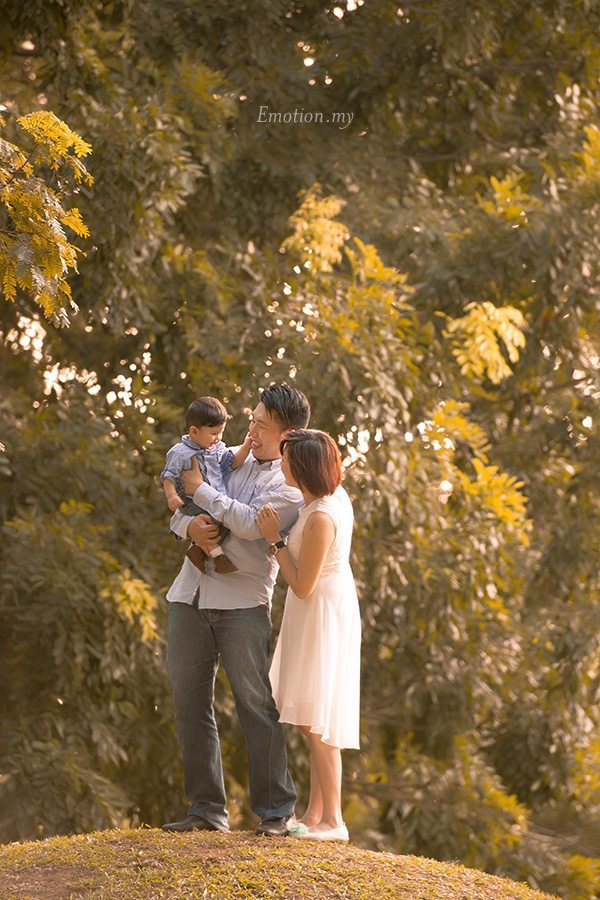 family-portrait-outdoor-malaysia