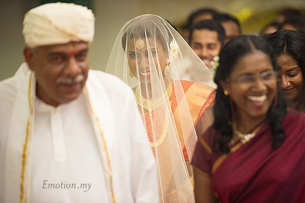 ceylonese-wedding-bride-arrives