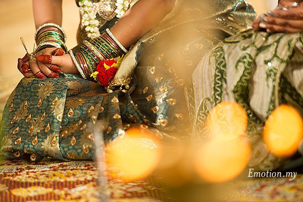 hindu-wedding-malaysia-bride-hands-ceremony