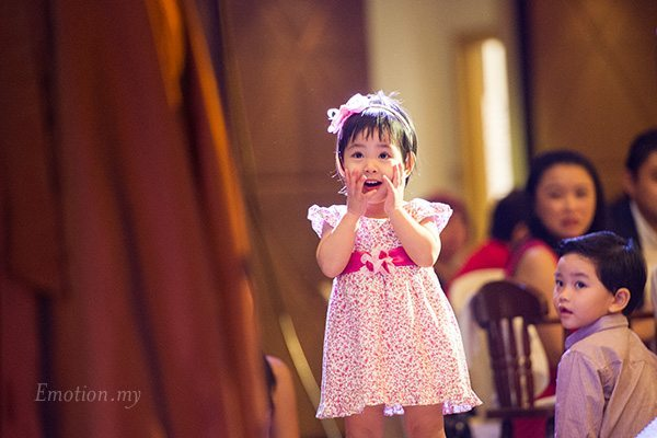 reception-little-girl-awe