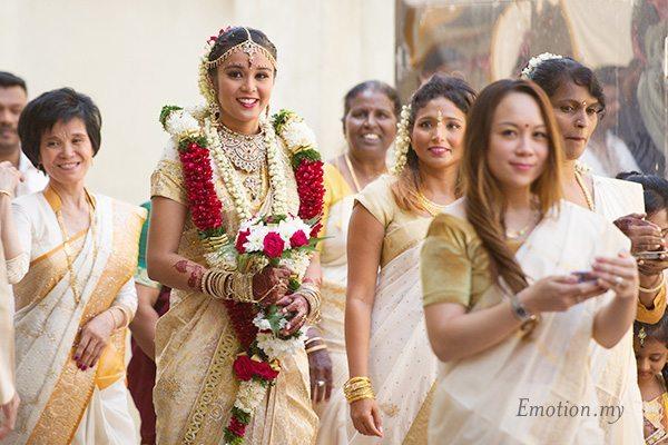 hindu-tamil-wedding-malaysia-bride-entourage