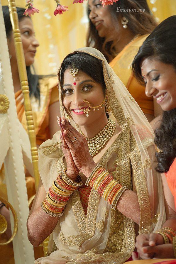 hindu-wedding-ceremony-bride-kuala-lumpur-malaysia-kris-tharshini