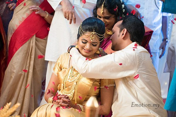 malayalee-wedding-ceremony-thali-sanjeev-reshmi