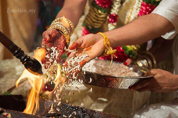 tamil-hindu-wedding-ceremony-fire-sutha-malar