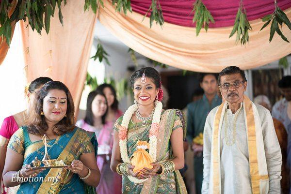 hindu-tamil-wedding-bride-coconut-raymond-darshini