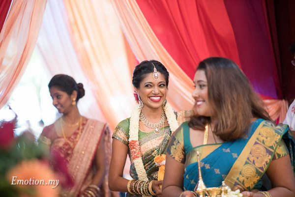 hindu-tamil-wedding-bride-procession-malaysia-raymond-darshini