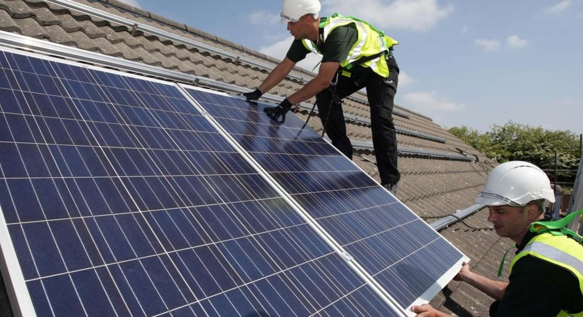 Instalace střešní fotovoltaiky