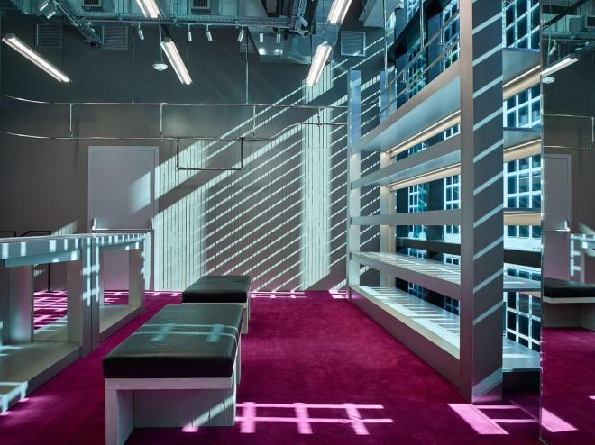 Interiér obchodu s fotovoltaickou roletou (foto: OnyxSolar)