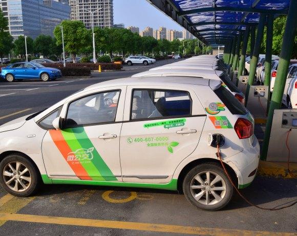 Dobíjení elektromobilů v čínském Chang-čou